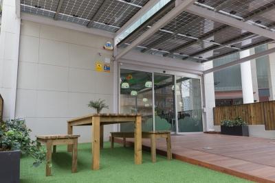 Terraza con pérgola fotovoltaica